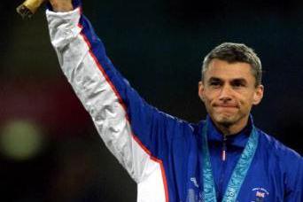 Men's triple jump medal presentation Jonathan Edwards (© Allsport)