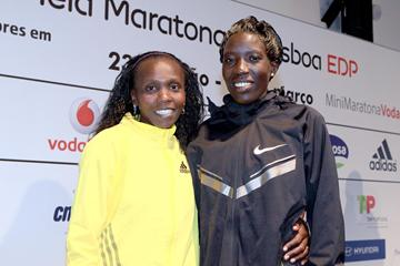 Sylvia Kibet and Edna Kiplagat ahead of the 2013 EDP Lisbon Half Marathon (Victah Sailor)
