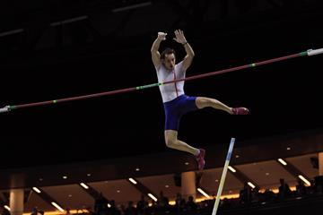 Renaud Lavillenie improves on his own world-leading mark (Jean-Pierre Durand)