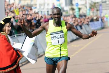 Duncan Maiyo winning the 2016 Brighton Marathon (Mark Shearmon / organisers)