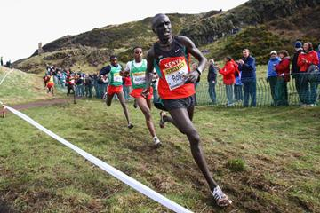 Lucas Kimeli Rotich leading the men's junior race from Ethiopia's Ayele Abshero and eventual winner Ibrahim Jeilan (Getty Images)
