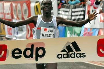 Paul Tergat wins the 2005 Lisbon Half Marathon (Luis Lopes)