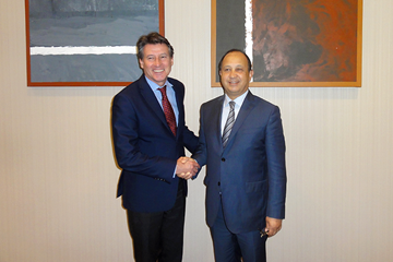 IAAF President and Chairman of the Board of Diamond League Sebastian Coe with Moroccan Athletics Federation (FRMA) president and Rabat meeting director Abdeslam Ahizoune (IAAF)