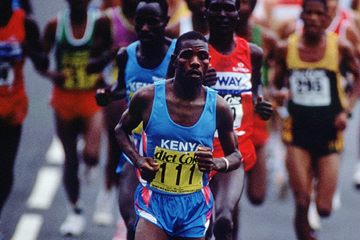Benson Masya on his way to winning the 1992 IAAF World Half Marathon Championships (Getty Images)