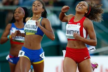 Kaylin Whitney wins the 200m from Irene Ekelund at the IAAF World Junior Championships, Oregon 2014 (Getty Images)