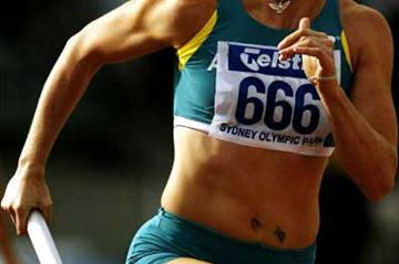 Jana Pittman in the 4 x 400m relay at the 2004 Australian Championships (Getty Images)