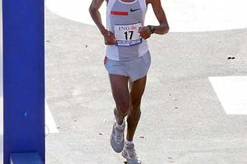 Hendrick Ramaala (RSA), the 2004 New York Marathon winner (Getty Images)