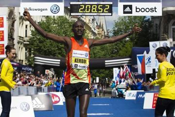 Nicholas Kemboi wins at the 2013 Volkswagen Prague Marathon (Volkswagen Prague Marathon)