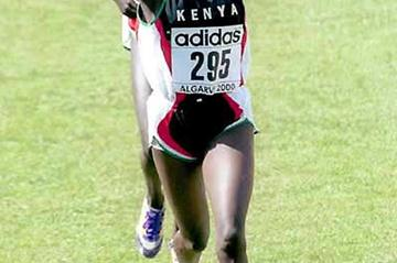 Alice Timbilil of Kenya crosses the finish in Vilamoura to take 2000 IAAF World Junior Cross Country silver (Mark Shearman)