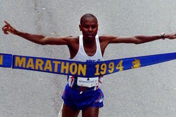 Cosmas Ndeti winning the 1994 Boston Marathon (Getty Images)