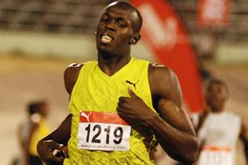 Usain Bolt cruises to victory in Kingston (SportingEagle)