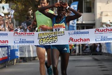 Peris Jepchirchir winning at the 2014 Marseille-Cassis 20km road race (organisers / Maindru Photo)