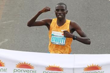 Stanley Biwott winning the 2015 Bogota International Half Marathon (Organisers / Victah Sailer)