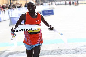 Luka Kanda takes a convincing victory at the 2012 Rome Marathon (Giancarlo Colombo/FIDAL)