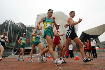 Craig Barrett (NZL) leads the Commonwealth Games 20km from Nathan Deakes (AUS) (Getty Images)