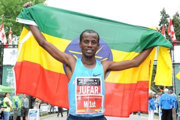 Tariku Jufar after winning the 2013 Ottawa Marathon (Victah Sailer - organisers)