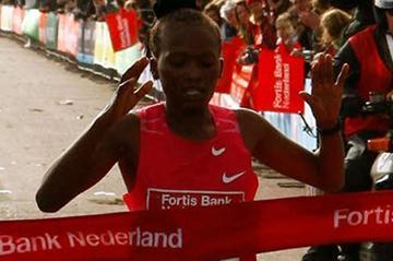 Pauline Wangui takes her third straight City-Pier-City half marathon title (John de Pater)