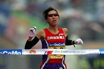 Reiko Tosa wins the 2006 Tokyo Women's Marathon in 2:26:15 (Kazutaka Eguchi/Agence SHOT)