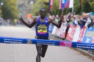 Moses Kipsiro wins at the 2015 Great Scottish Run (Moses Kipsiro wins at the 2015 Great Scottish Run)