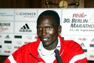 Paul Tergat at the Berlin Marathon Press Conference (Lisa Coniglio)