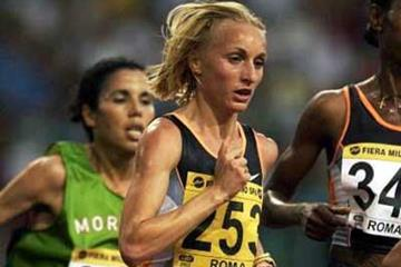 Gabriela Szabo at the 2002 Golden Gala (Getty Images)