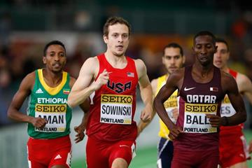Musaeb Abdulrahman Balla leads Erik Sowinski of the US during the men's 800m heats at the IAAF World Indoor Championships Portland 2016 (Getty Images)