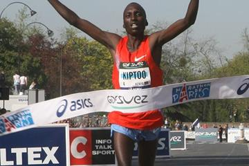 Big win for Benjamin Kiptoo in Paris 2011 where he clocked 2:06:31 (Copyright ASO / Crédit photo Maindru)
