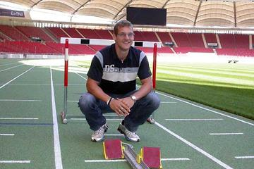 Thomas Blaschek (GER) on the new green track of the Gottlieb-Daimler-Stadium. (Holger Schmidt)