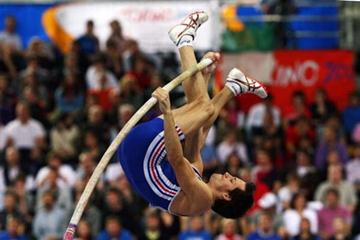Renaud Lavillenie (FRA) on his way to the 2009 European Indoor title in Turin (Getty Images)