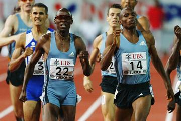 Mbulaeni Mulaudzi leads a South African 1-2 from Hezekiel Sepeng in the 800m at the IAAF Golden League meeting in Zurich (Getty Images)
