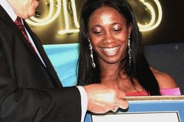 Robert Fuderich of UNICEF presents Shelly-Ann Fraser with her certificate (Anthony Foster)