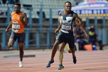 Akani Simbine wins the 100m in Pretoria (Roger Sedres)