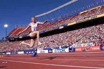 Jonathan Edwards at the 2001 IAAF World Championships (Allsport)
