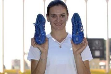 Yelena Isinbayeva donates spikes to the IAAF (IAAF)