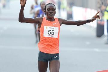 Cynthia Limo wins at the 2016 RAK Half Marathon (Victah Sailer / organisers)