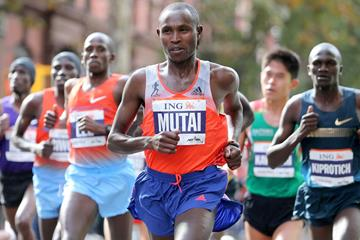 Kenya's Geoffrey Mutai in action at the 2013 New York City Marathon (Getty Images)