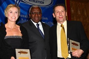 Ian Stewart (right) with IAAF President Lamine Diack and Liz McColgan (left) at the IAAF Dinner in Edinburgh, after receiving an IAAF Plaque marking the occasion of the 2008 World XC Champs taking place in Edinburgh (Getty Images)