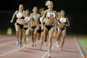 Kelly Hetherington wins the 800m (Getty Images)