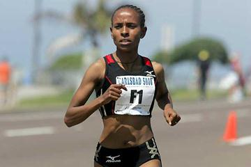 Meseret Defar of Ethiopia on the way to 2007 Carlsbad 5k title (Victah Sailer)