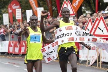 Evans Kipkosgei Ruto (r) edges Samson Bungei in Cologne (organisers)