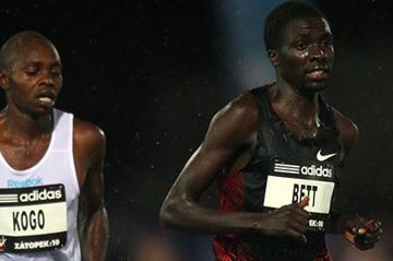 Emmanuel Bett on the way to winning the Zatopek 10 Men's 10,000m during the 2011 Zatopek Classic  (Getty Images)