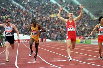 Marcin Jedrusinski takes the 200m silver medal at the 2000 World Junior championships (Getty Images)