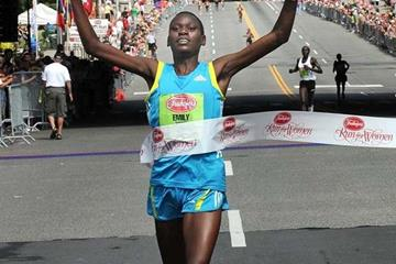 Emily Chebet takes down the course record at the Freihofer's Run for Women 5K in Albany (Steve Jacobs / www.sjpics.com)