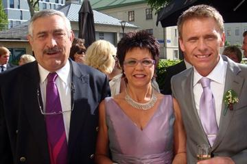 Pierre Weiss (l) at the wedding of Ingalena Arkhede and Henrik Engström (IAAF.org)