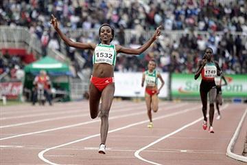 Tirunesh Dibaba taking the African 10,000m title in Nairobi (Mohammed Amin)