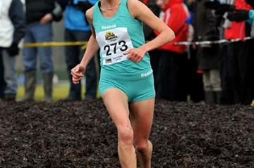 Mary Cullen on her way to victory at 2010 Antrim International XC (Mark Shearman)