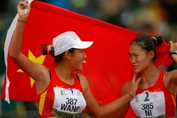 10,000m race walk medallists Wang Na and Ni Yuanyuan at the 2014 IAAF World Junior Championships in Eugene (Getty Images)