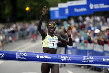 Lornah Kiplagat defending her title at the Circle of Friends New York Mini 10-K (New York Road Runners)