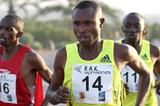Geoffrey Mutai en route to his 59:43 win in Ras Al Khaimah (Victah Sailer)