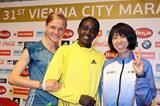 Anna Hahner, Caroline Chepkwony and Mai Ito ahead of the 2014 Vienna City Marathon (Organisers / www.photorun.net)